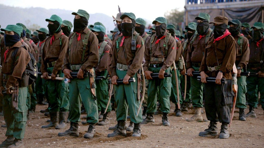 No tienen toda la información sobre proyectos, responde AMLO al EZLN - Integrantes del EZLN. Foto de EFE