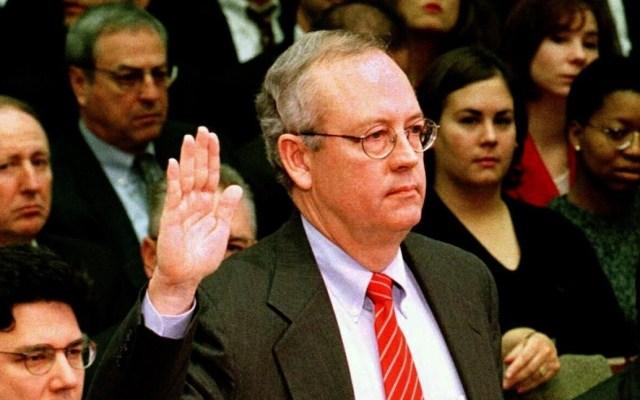 Dos fiscales que investigaron a Clinton defenderán a Trump en impeachment - El fiscal Kenneth Starr. Foto de EFE/Archivo.