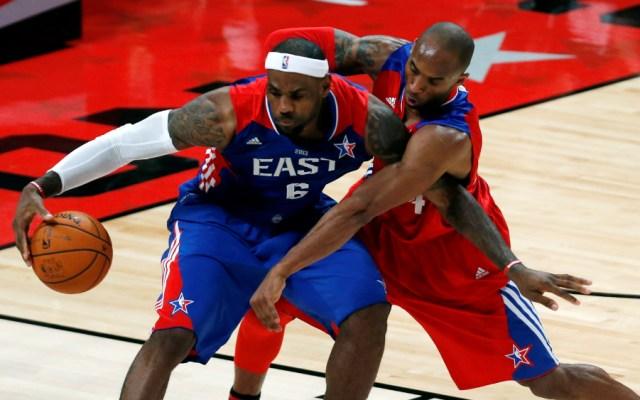 """LeBron James rompe el silencio tras la muerte de Kobe Bryant: """"estoy devastado"""" - LeBron James y Kobe Bryant"""