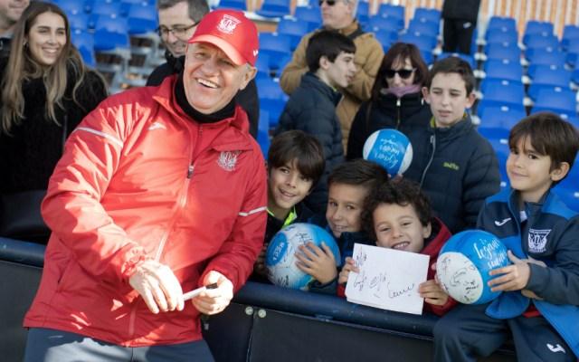 Leganés y 'Vasco' Aguirre dan obsequios a niños por Día de Reyes - Foto de @CDLeganes
