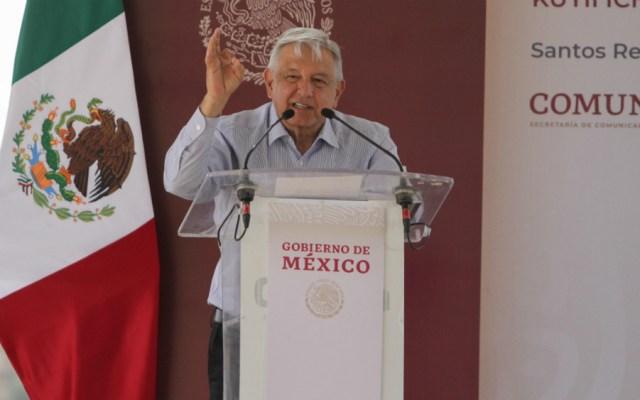 AMLO pide a oaxaqueños juntar dinero para 'cachito' de rifa del avión presidencial - Foto de Notimex