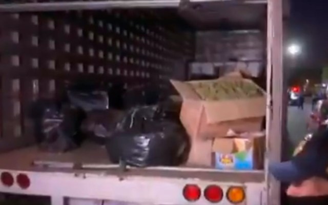 Aseguran en la GAM cargamento de mariguana; hay 5 detenidos - Mariguana en camión tipo Torton. Captura de pantalla / Foro Tv