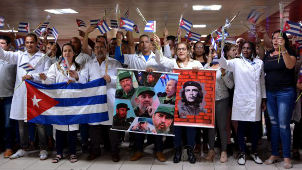 Mike Pompeo pide a países terminar contratos médicos con Cuba - Médicos cubanos que regresaron de misión en Bolivia. Foto de Juvenal Balán / Granma
