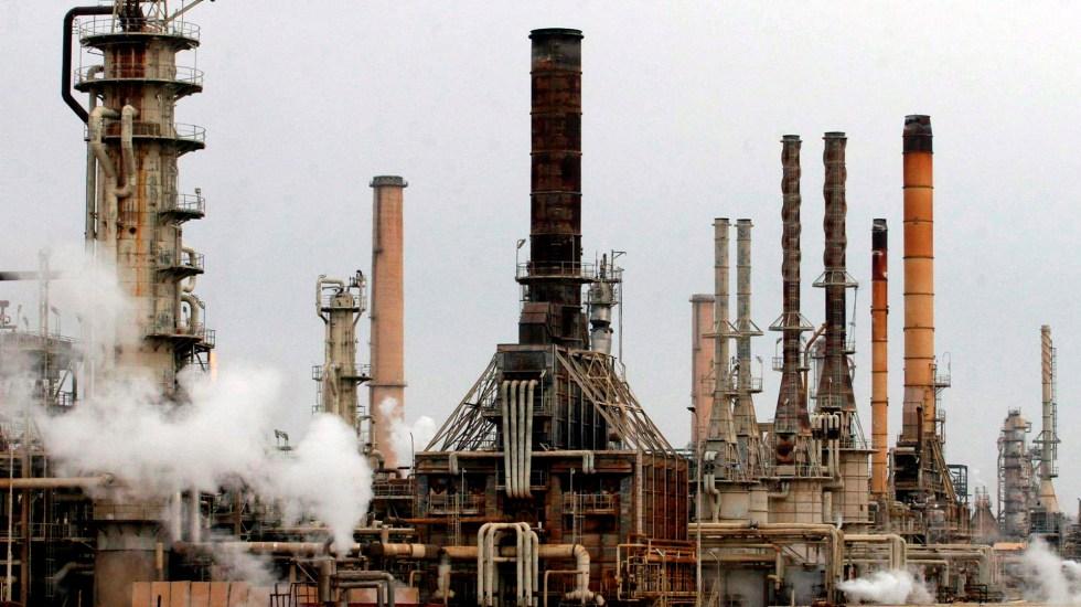 Tregua comercial entre EE.UU. y China da aliento al mercado petrolero - Plataforma petrolera. Foto de EFE