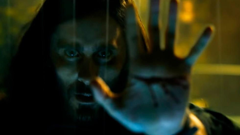 #Video Lanzan tráiler de Morbius, nuevo rival de Spider-Man - Michael Morbius a punto de ser mordido por murciélago. Captura de pantalla