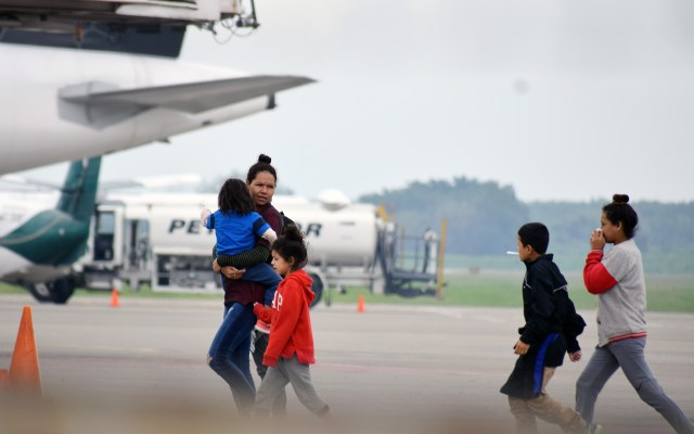 Más de mil 500 menores han sido deportados a Honduras - Foto de EFE