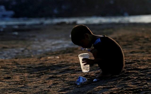 Varados 500 migrantes en la ribera del río Suchiate en Guatemala - Foto de EFE