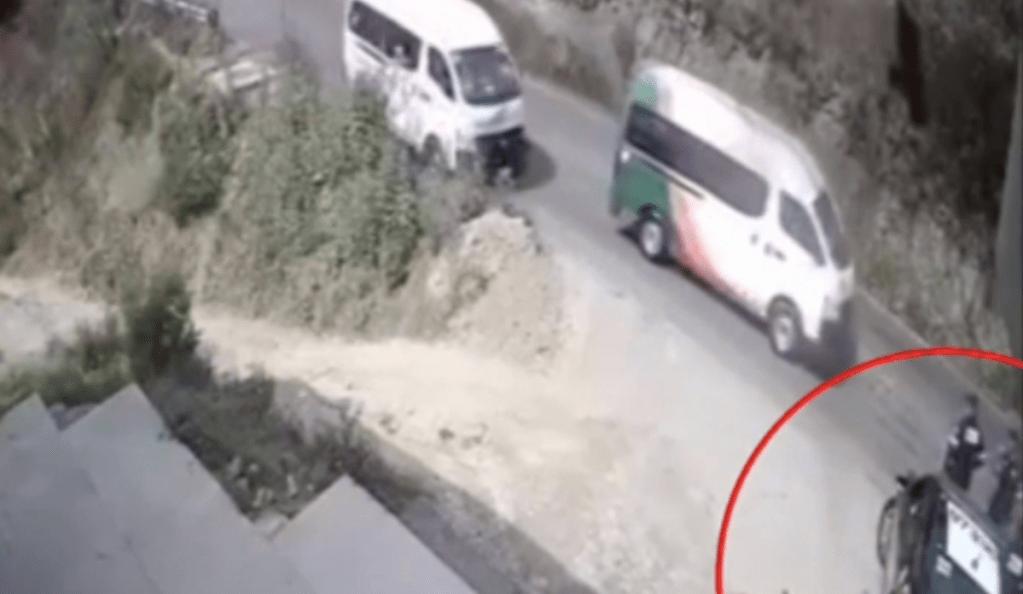 #Video Policía muere atropellado por transporte público en Edomex - Captura de pantalla