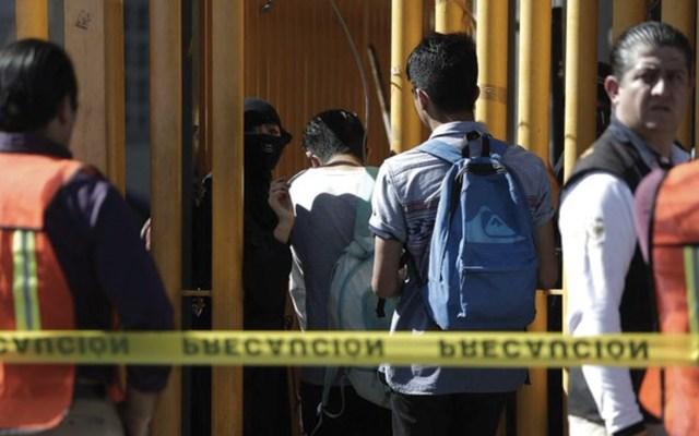 Alumnos intentan recuperar instalaciones de la Prepa 9 - Foto de El Sol de México