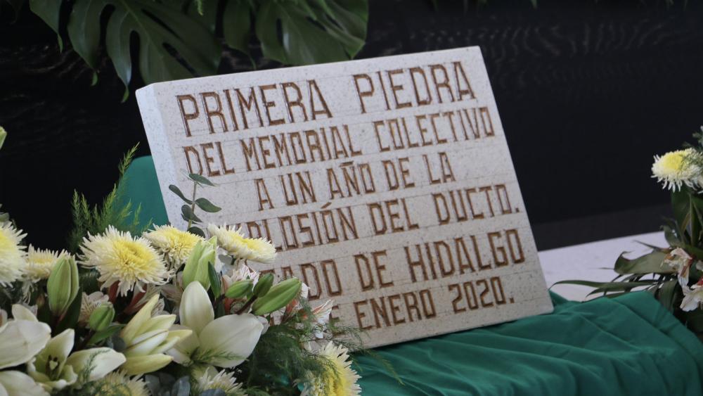 Colocan primera piedra del memorial en Tlahuelilpan - Primera piedra del memorial. Foto de @SeGobHidalgo