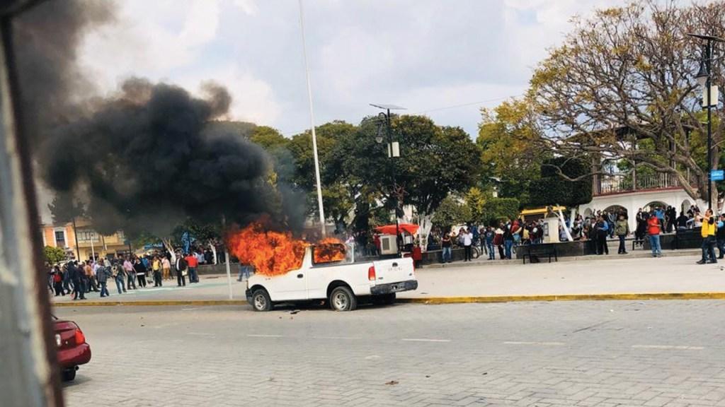 Transportistas vandalizan la Presidencia Municipal de Amozoc, Puebla - Foto de @codigorojopue