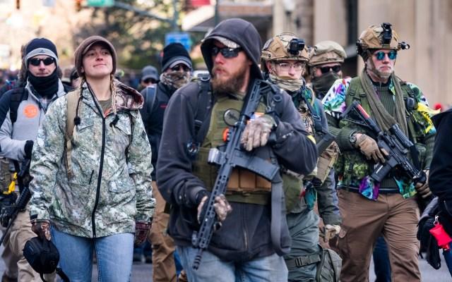 Miles protestan contra propuesta de control de armas en Virginia - Foto de EFE