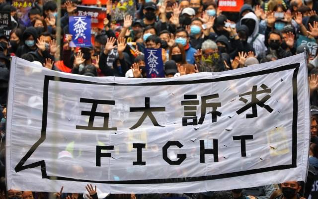 Hongkoneses vuelven a tomar las calles en Año Nuevo por protesta - Protesta multitudinaria en Hong Kong. Foto de EFE