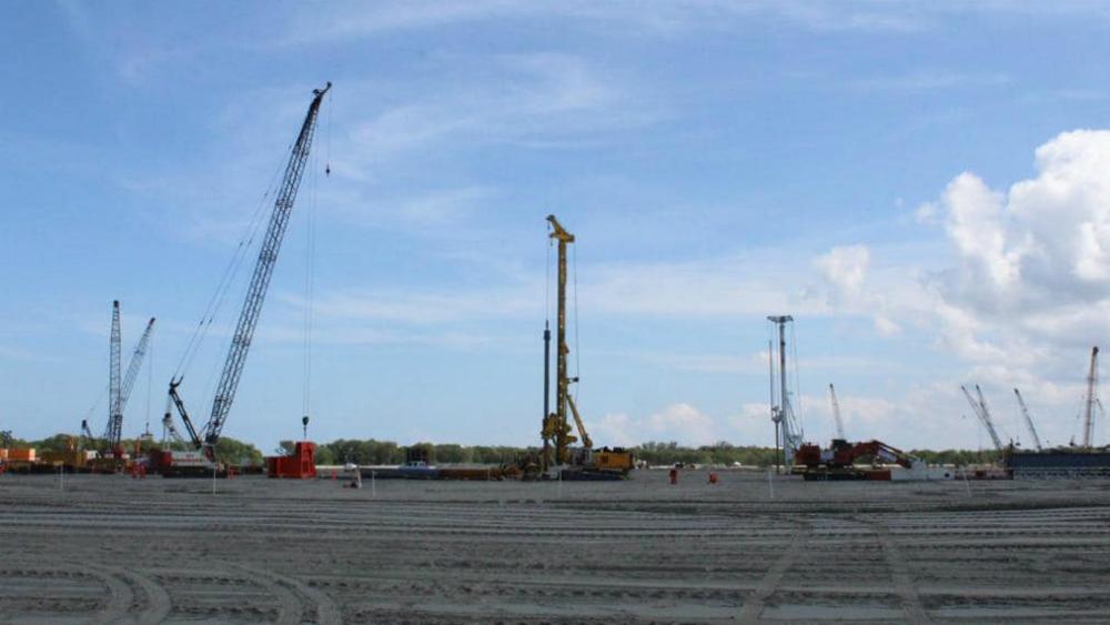 Investigación exhibe destrucción de manglares para construir refinería de Dos Bocas - Construcción en la refinería de Dos Bocas. Foto de Sener