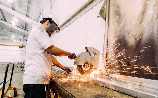 Cifra de trabajadores del sector manufacturero hila seis meses a la baja - Trabajador de la industria manufacturera. Foto de Michael Browning / Unsplash