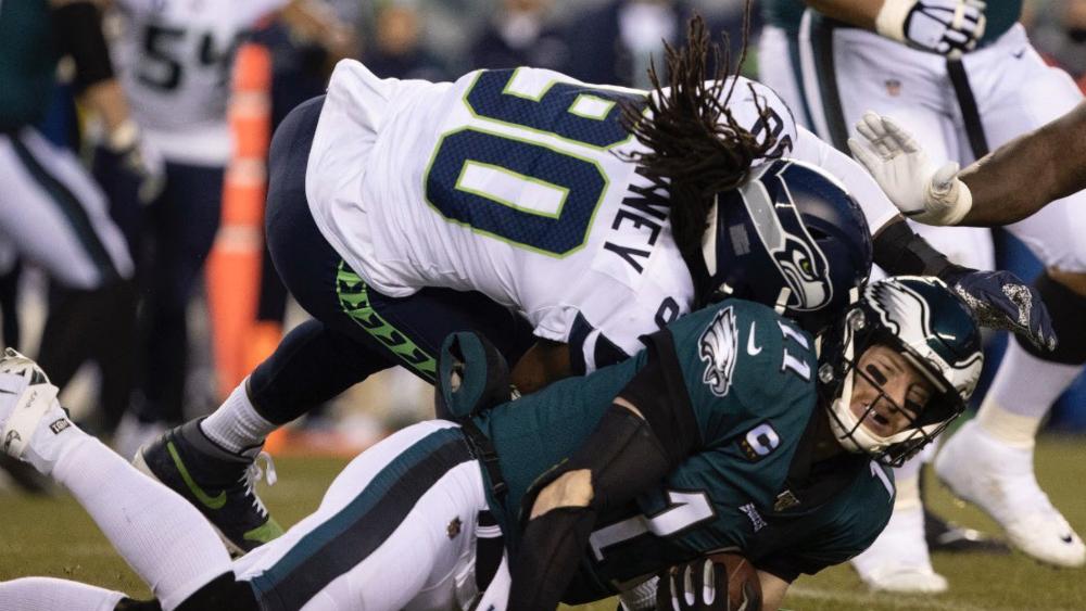NFL revisa golpe de Jadeveon Clowney a Carson Wentz - Foto de @cprocuna