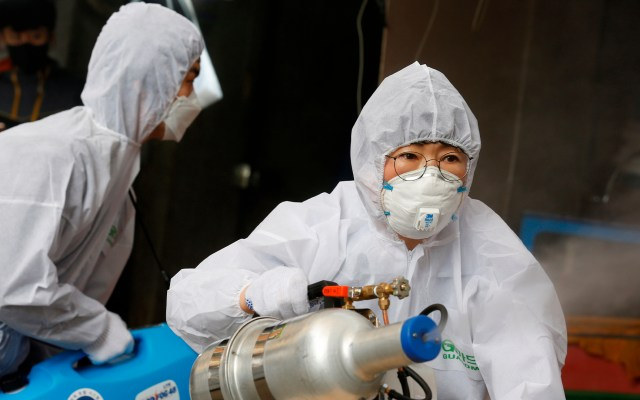 Xi Jinping agradece a Cuba y Chile apoyo para combatir COVID-19 - Actividades de desinfección en China por Covid-19. Foto de EFE