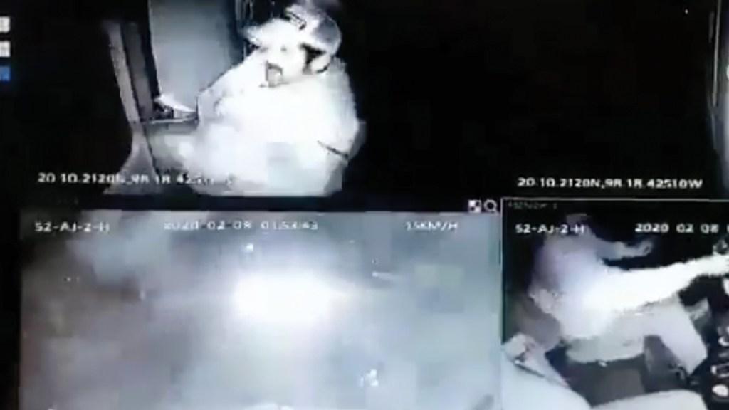 #Video Chofer de tráiler escapa de asalto en Hidalgo - Captura de pantalla