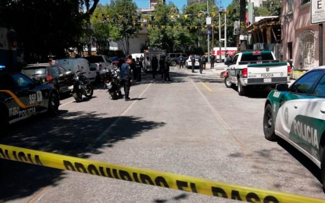 Asesinan en la Cuauhtémoc a obrero; detienen a dos sujetos - Autoridades en calle donde asesinaron a un hombre en Río Guadalquivir. Foto de @luismiguelbaraa