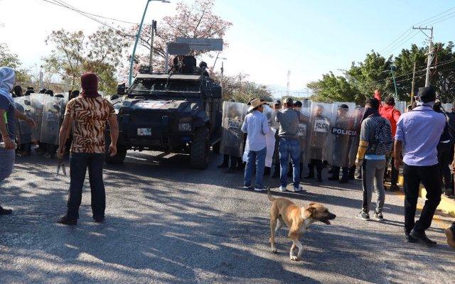 Exige Encinas investigar agresión contra padres de normalistas de Ayotzinapa - Foto de @Tlachinollan