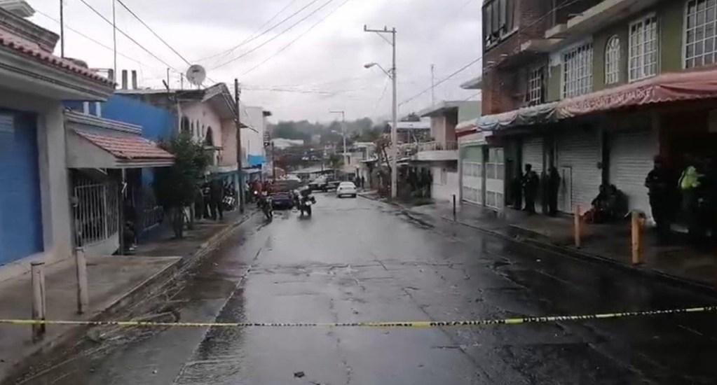 CNDH condena homicidio de menores en Uruapan - Calle cerrada por asesinato en negocio de maquinitas, en Uruapan. Foto de EFE