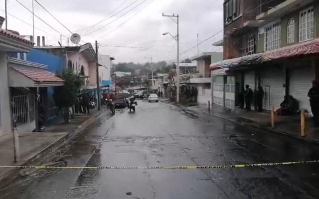 Lanzan operativo para desmantelar red de lavado de dinero en Uruapan - Calle cerrada por asesinato en negocio de maquinitas, en Uruapan. Foto de EFE