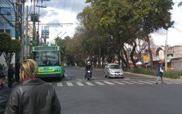 #Video Manifestantes reabren Calzada Taxqueña - Calzada Taxqueña tras manifestación. Foto de @OVIALCDMX