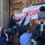 'Clausuran' Palacio Nacional por falta de medicamentos y tratamientos contra cáncer y VIH