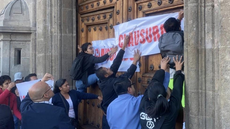 'Clausuran' Palacio Nacional por falta de medicamentos y tratamientos contra cáncer y VIH - Foto de @vialhermes