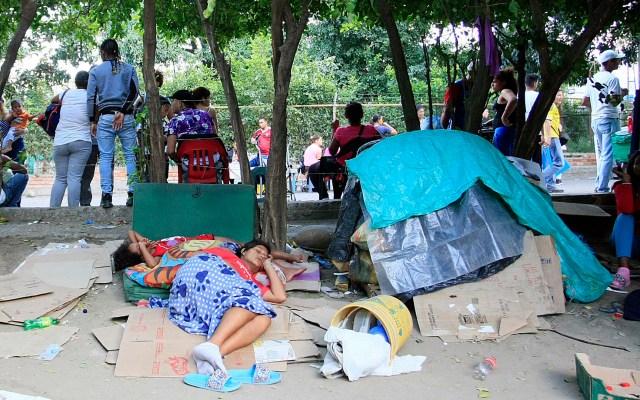 Aumenta a 1.7 millones la población venezolana en Colombia - Familias venezolanas viven en un lote aledaño al puente internacional Simón Bolívar en Cúcuta, Colombia. Foto de EFE