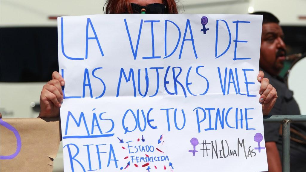 Feministas exigen a AMLO activar la alerta de género en México - Feministas Guanajuato AMLO Protesta