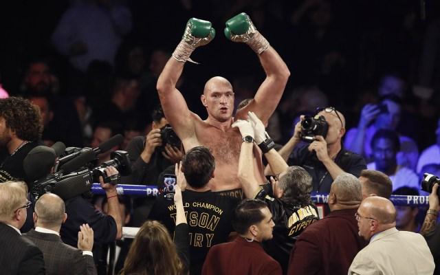Fury es nuevo campeón de peso completo del CMB tras vencer a Wilder - Festejo de Tyson Fury. Foto de EFE