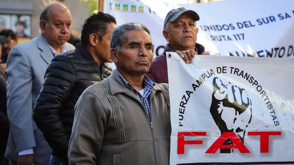 Transportistas amagan con movilizaciones en la capital para el miércoles - Marcha de la Fuerza Amplia de Transportistas. Foto de Notimex