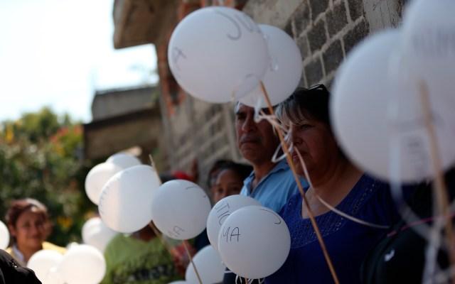 Al día son asesinados cuatro menores de edad en México - Vecinos, familiares y amigos portaron globos blancos en honor a Fátima, durante su funeral. Foto de EFE