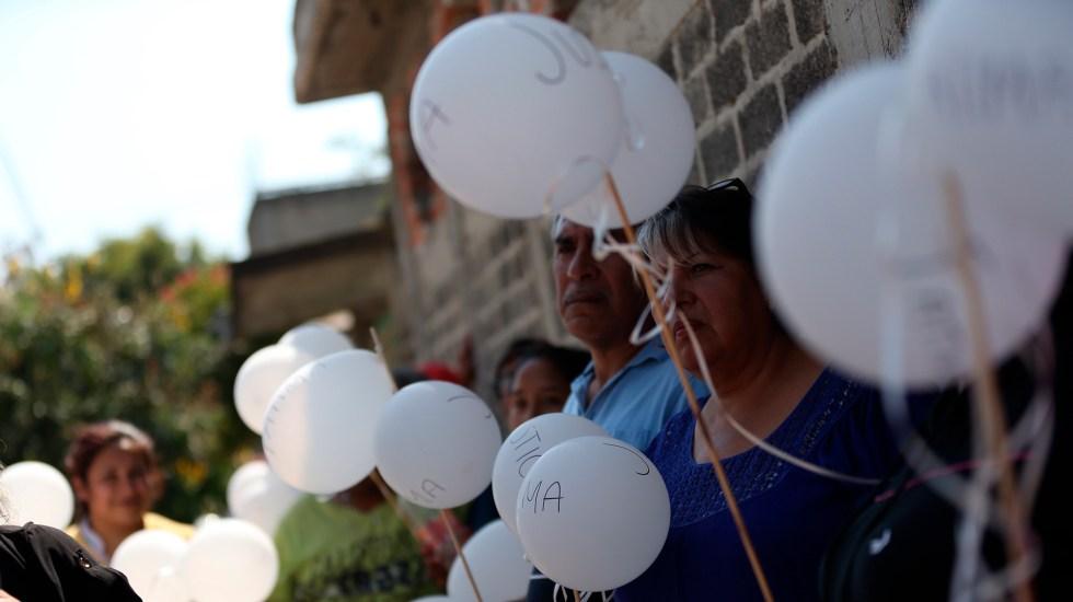 ONG denuncia que desaparición y crueldad contra menores de edad va en aumento - Vecinos, familiares y amigos portaron globos blancos en honor a Fátima, durante su funeral. Foto de EFE