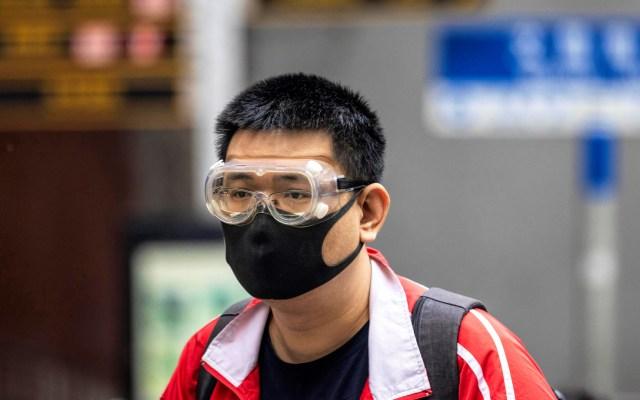 Turista con coronavirus visitó la Ciudad de México - Hombre asiático con cubreboca para evitar contagio del nuevo coronavirus. Foto de EFE