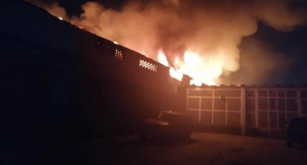 Fuerte incendio consume negocio en Iztapalapa - Incendio Iztapalapa negocio 2