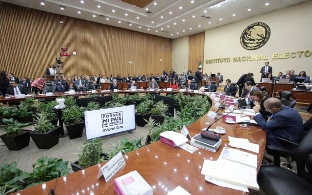 AMLO afirma que no intervendrá en elección de consejeros del INE - INE multa a tres partidos por uso indebido de datos personales