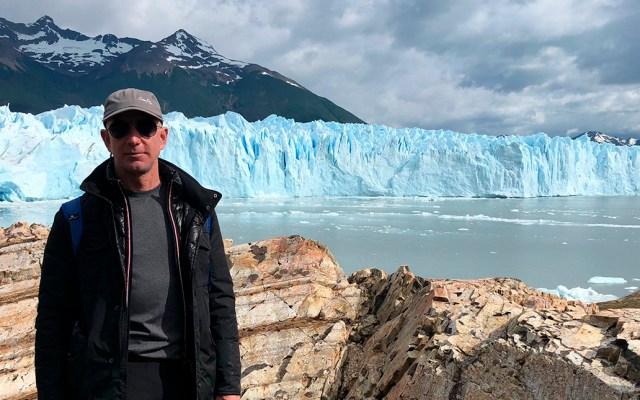 Jeff Bezos invertirá 10 mil mdd contra la crisis climática - Jeff Bezos en la Patagonia. Foto de @JeffBezos