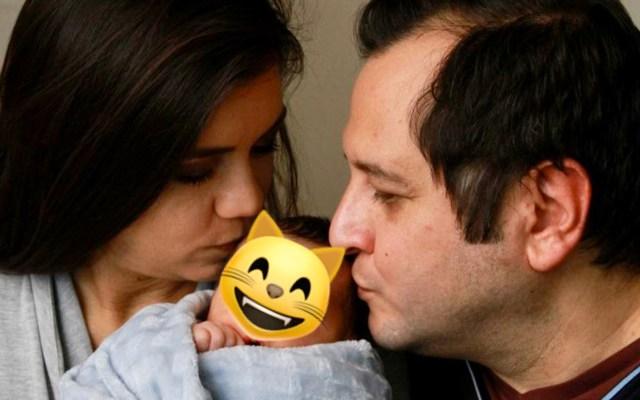 José Ramón López Beltrán, hijo de AMLO, comparte primera foto familiar - José Ramón López Beltrán, su esposa Carolyn Adams y Salomón Andrés. Foto de @30jr38