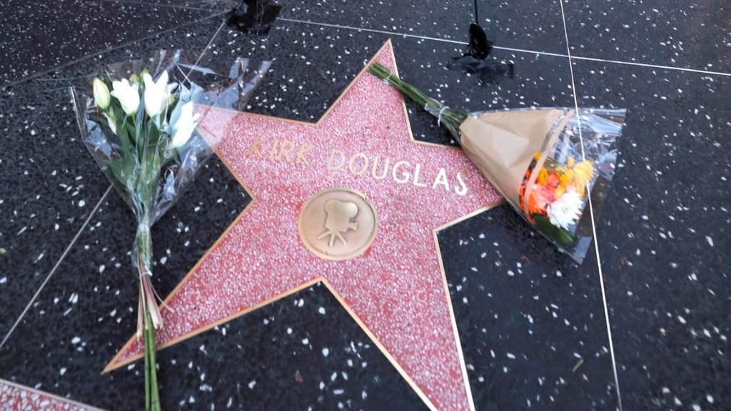 Estrellas de Hollywood lamentan la muerte de Kirk Douglas - Kirk Douglas Hollywood paseo de la Fama