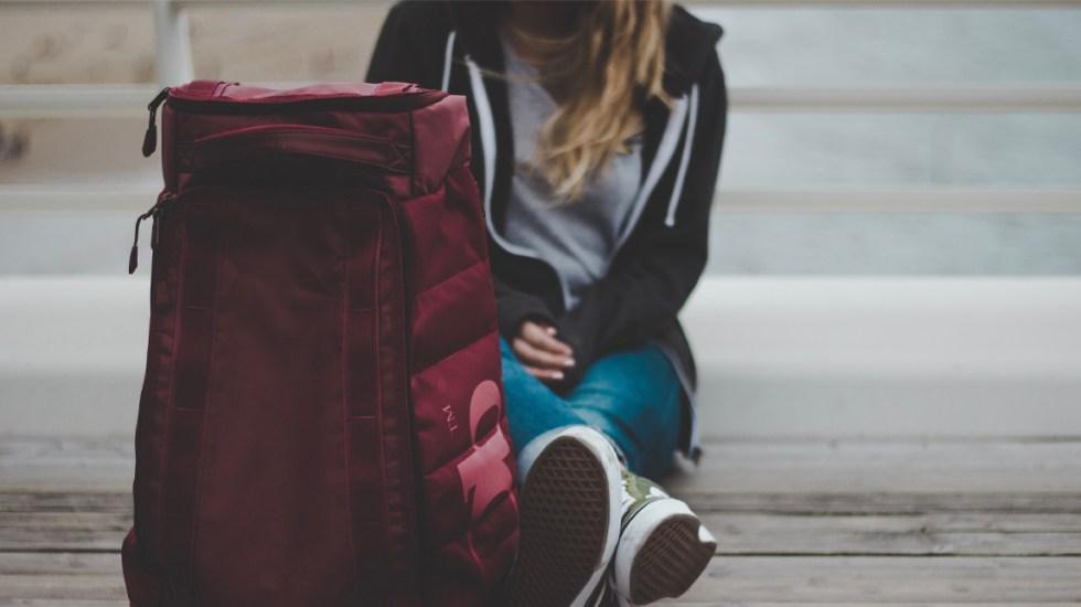 """Mujer deja morir a su novio dentro de una maleta por haberla """"engañado"""" - En Florida, EE.UU., una mujer fue detenida y acusada de asesinato en segundo grado por haber dejado morir a su novio quien se había metido a una maleta"""