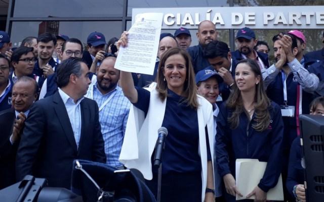 Margarita Zavala presenta ante el INE la solicitud de registro de 'México Libre' como partido político - Foto de @eduribbas