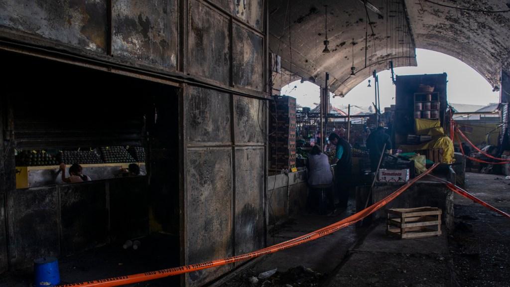 El próximo lunes demolerían la Nave Mayor del Mercado de La Merced - Nave Mayor del Mercado de La Merced siniestrada. Foto de Notimex