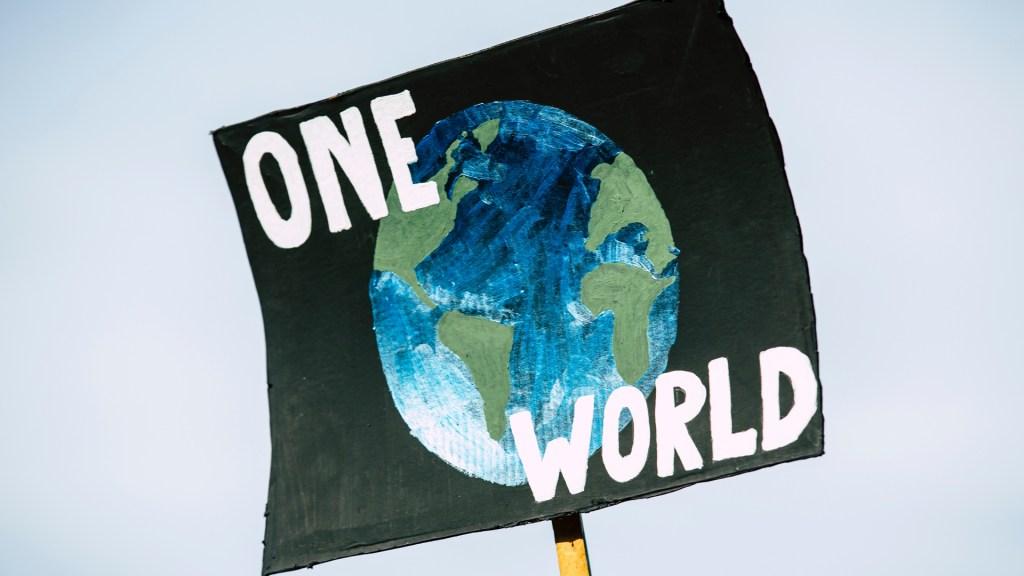 Citas medioambientales retrasadas por la pandemia de COVID-19 - Pancarta a favor del clima