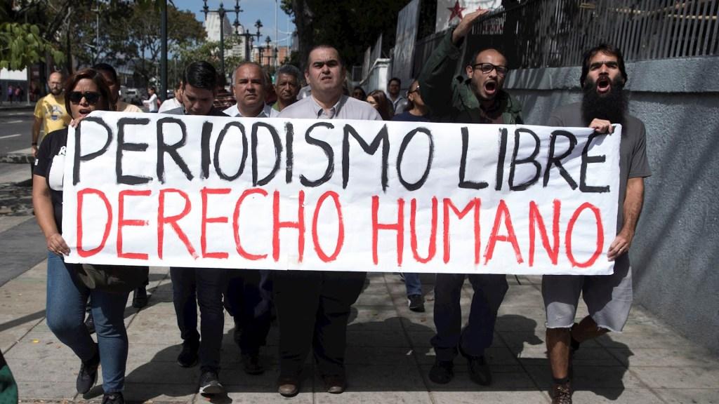 Periodistas venezolanos denuncian agresiones de simpatizantes de Maduro - Periodistas Venezuela Marcha protesta