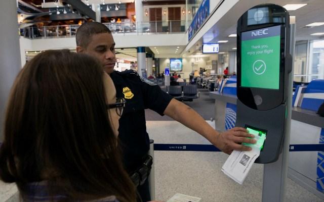 Implementan reconocimiento facial en cruces fronterizos de Brownsville - Procedimiento de verificación de identidad en cruce fronterizo de EE.UU. Foto de @cbpphotos / Flickr