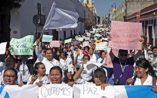 Padres de estudiantes de medicina asesinados en Puebla exigen justicia - Puebla marcha paz México
