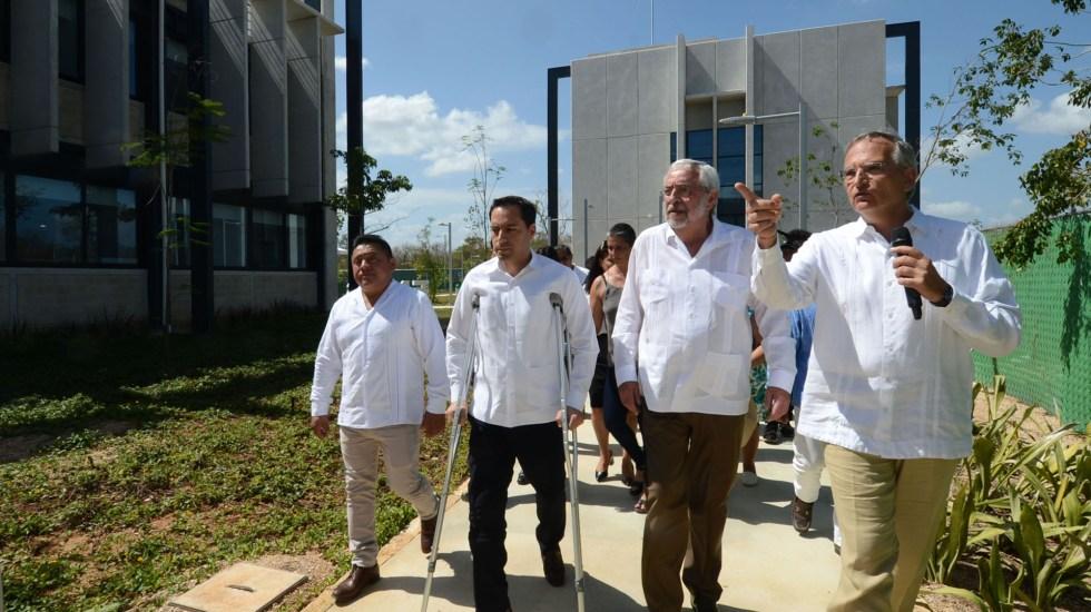 UNAM inaugura en Mérida unidad de estudios superiores - Recorrido del rector Graue y el gobernador Mauricio Vila por la ENES Mérida. Foto de UNAM