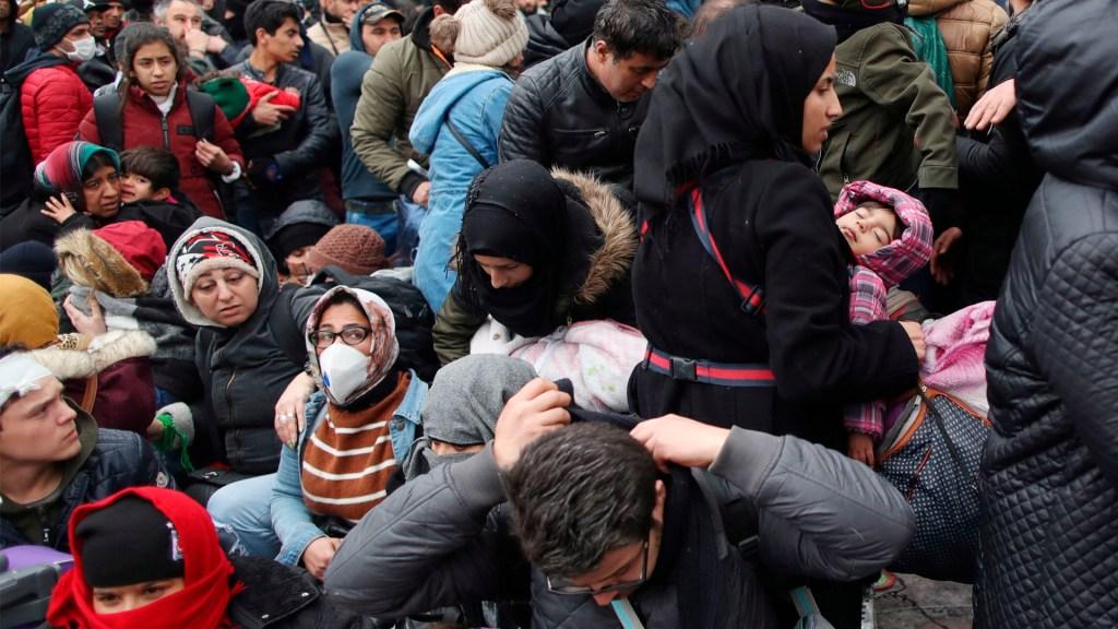 Austria amenaza con controlar sus fronteras si UE no para llegada de refugiados - Austria amenaza con controlar sus fronteras si UE no para llegada de refugiados